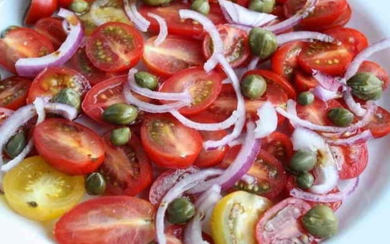 Tomatensalade met kappertjes